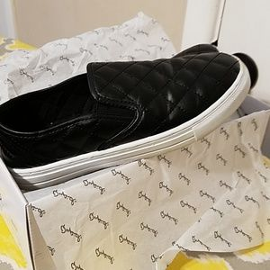 Tennis/loafer style shoes